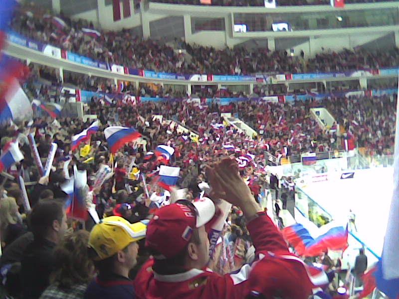 Море российских флагов после победной шайбы капитана!