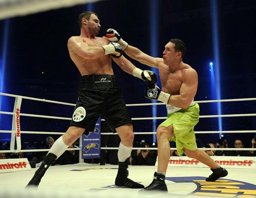 Виталий Кличко нокаутировал Альберта Сосновского.  Видео, фото
