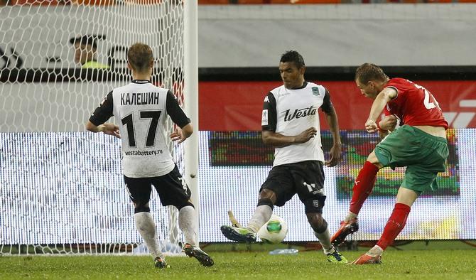 Ян Дюрица после розыгрыша углового забивает «Краснодару» третий мяч.
