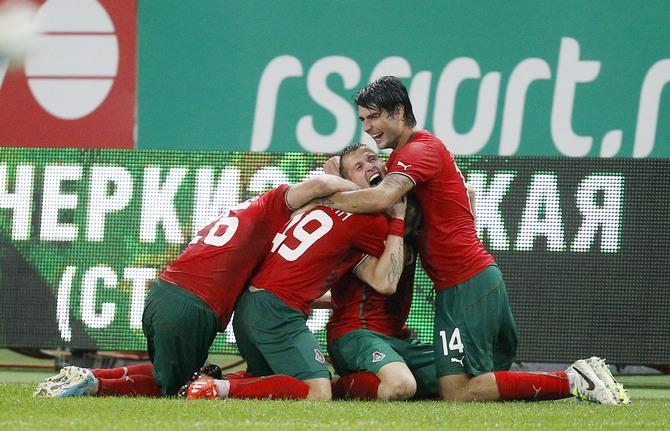Локомотив побеждает и забирается на 4-е место