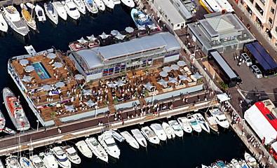 В порту Ред Булл занимает целый квартал, а на капитанском мостике не могут принять простейшее решение...