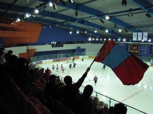 Сборная Монголии забивает очередную шайбу малазийцам