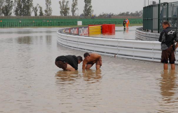 Мизано встретил МотоГП настоящим наводнением...