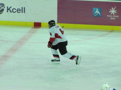 Хоккеист сборной Бахрейна с некоторым лишним весом