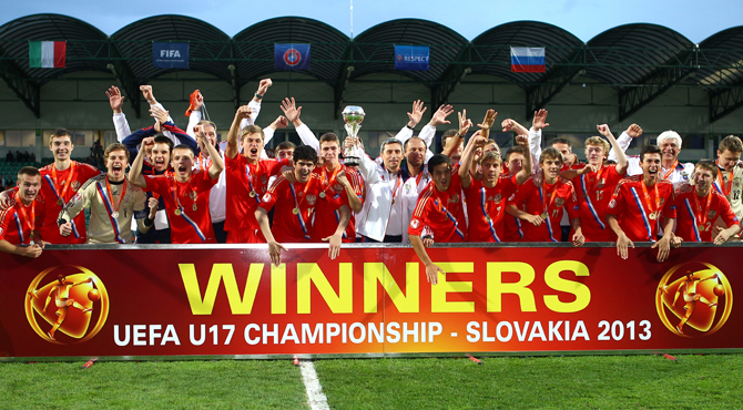 Антон Митрюшкин и юношеская сборная России отмечают победу на Евро-2013