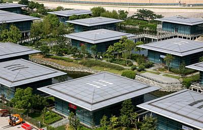 Это не элитный поселок новых китайских на Юаньевском шоссе. Это... паддок трассы в Шанхае с отдельным коттеджем для каждой команды!