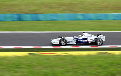Ровно год назад Кубица дебютировал здесь в Гран-при. Финишировал в очках и был дисквалифицирован за недовес