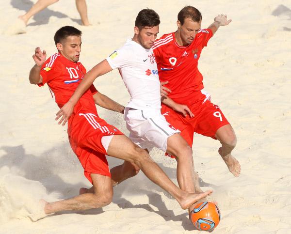 Россия- Чемпион мира по пляжному футболу.  Это, дети мои, называется оксюморон.
