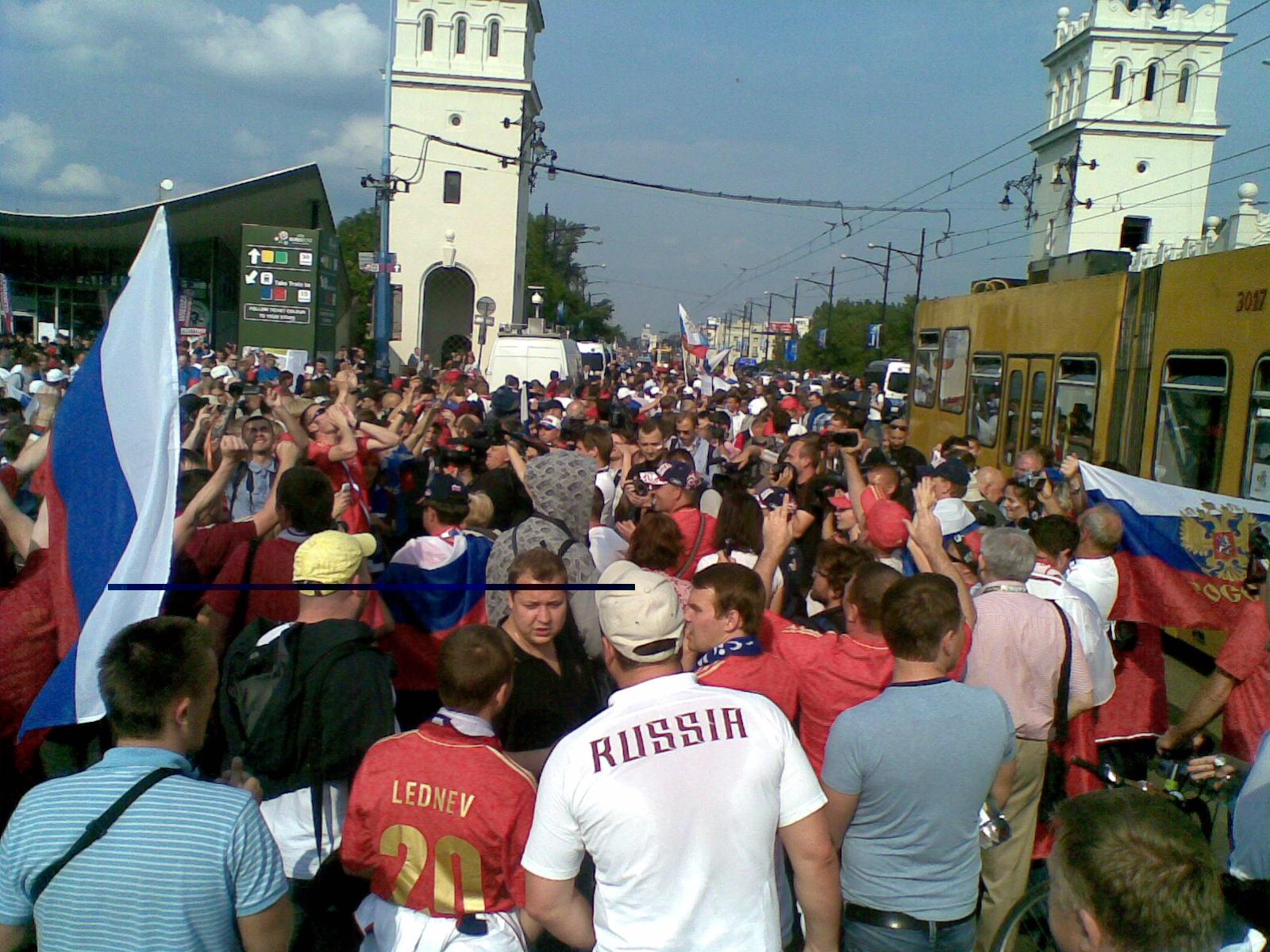 Марш российских болельщиков в Варшаве (Фото-Видео)